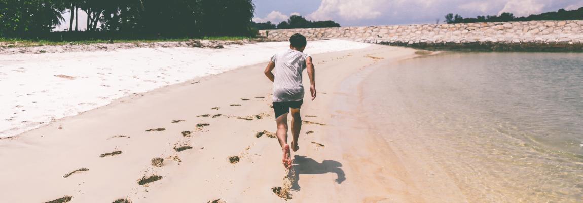 Погоня за счастьем, гнаться за счастьем, человек бежит за счастьем, бесплатное счастье