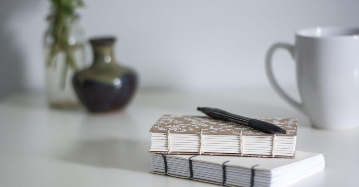 Поэт, блокноты. фото, стихи, стол