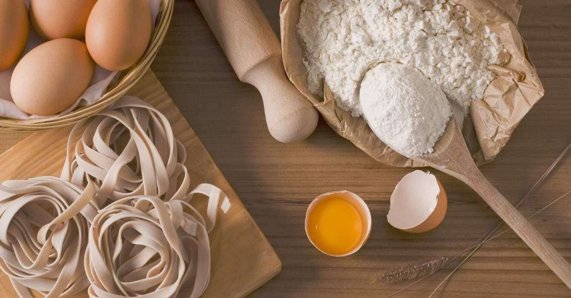 Паста, макароны, тесто, мука, яйца, скалка, 8 Марта, фото