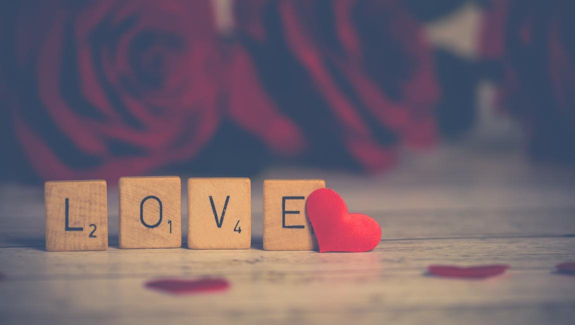 Любовь, сердце, розы, лепестки