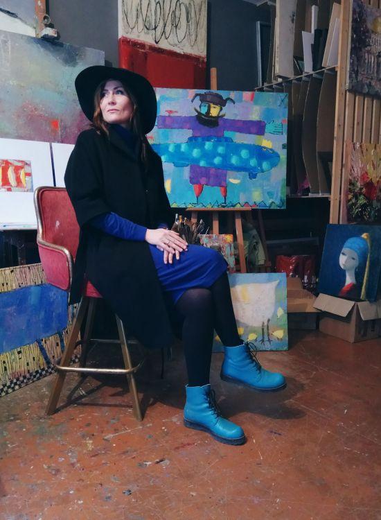 Светлана Ломакина в шляпе и ботинках. Фото из
