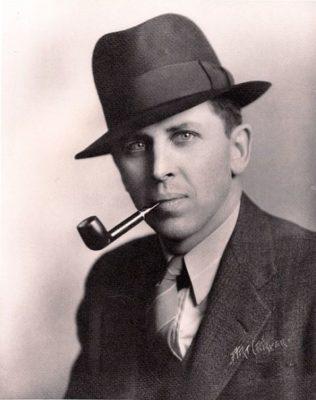 Клиффорд Саймак, портрет, фото, с трубкой