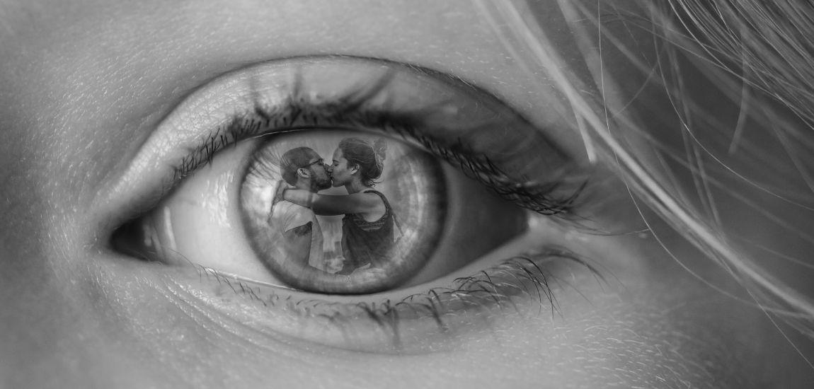 Отражение любви, глаз, двое, целуются, любовь, напиши рассказ о любви