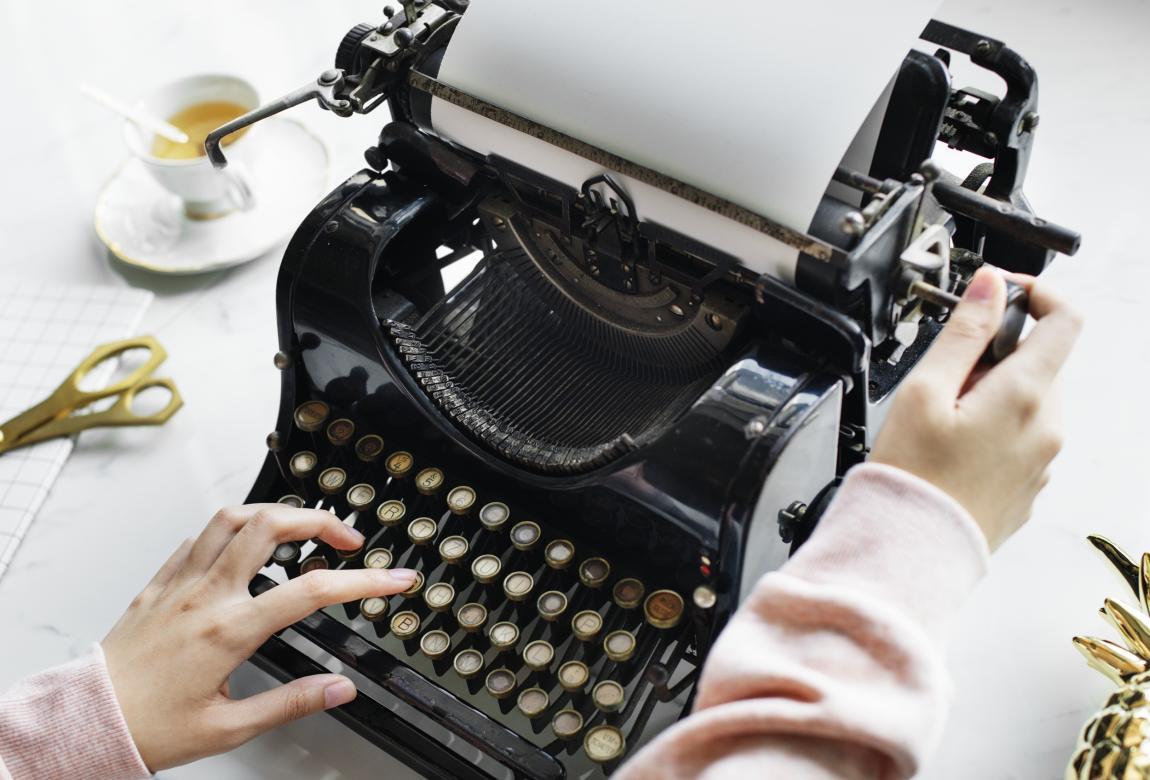 Рассказ на конкурс, как написать, лист бумаги, пишущая машинка, писатель, руки