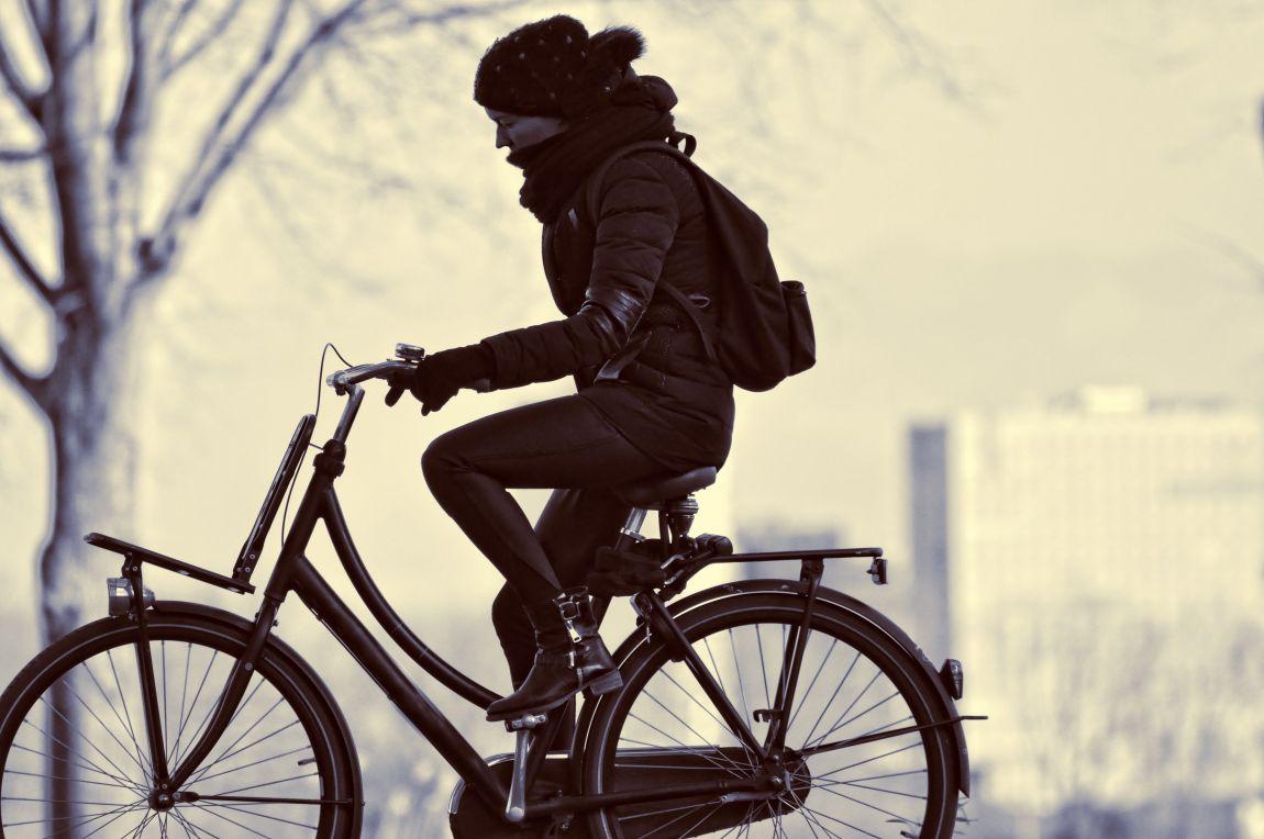Девушка, на велосипеде, велосипедистка, город, ранняя весна