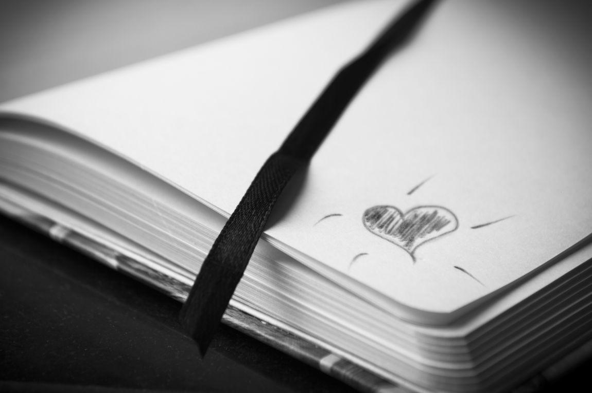 Тетрадь, карандашный рисунок, сердце, карандаш