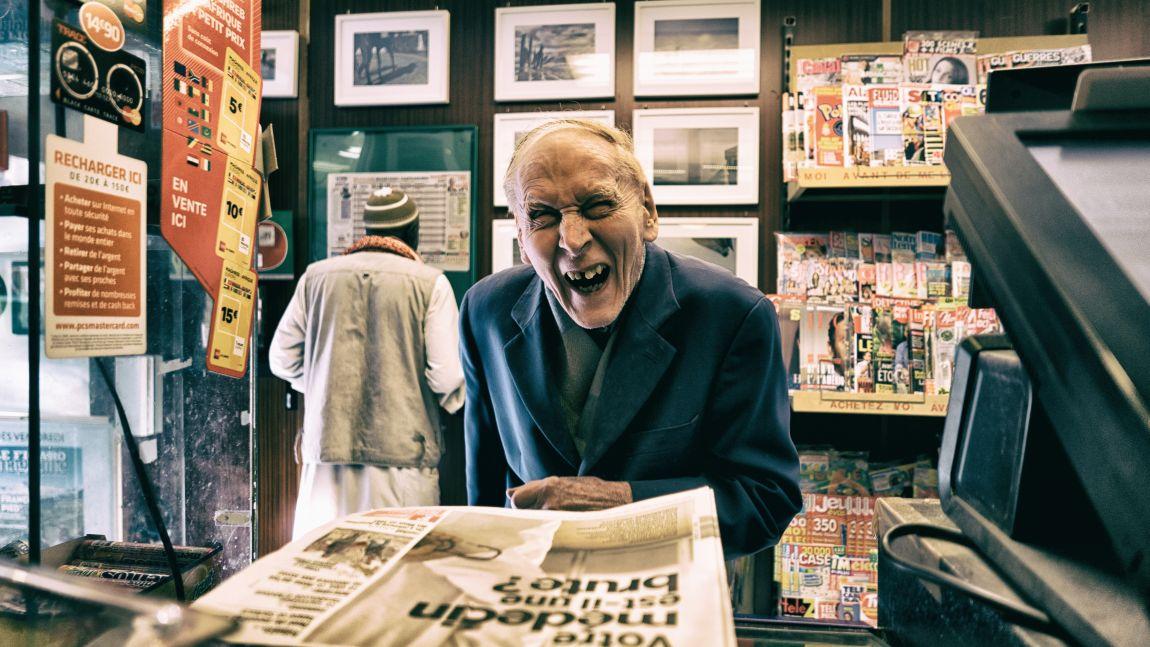Человек, смеётся, новости, газета, смешные ляпы журналистов
