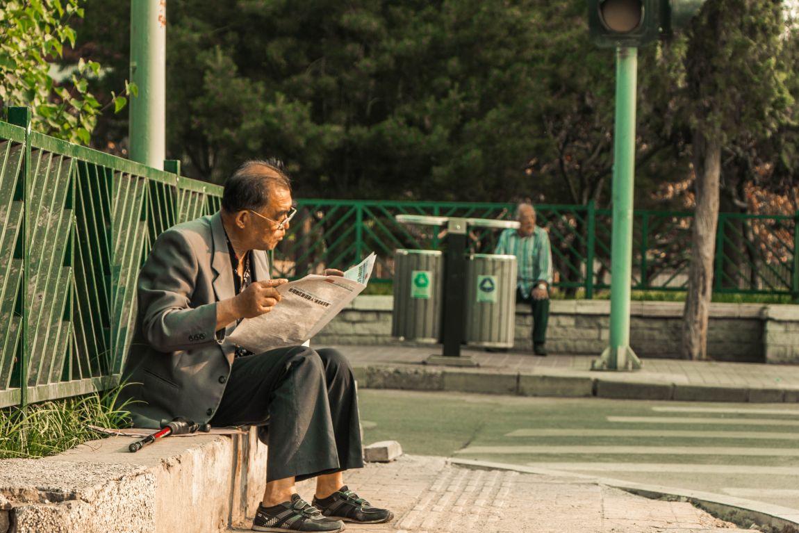 Газета, мужчина, читает, новости, пресса
