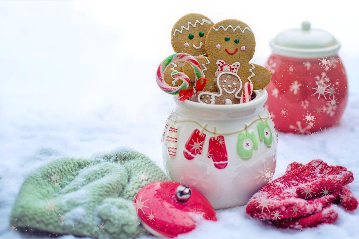 Зима, снег, Новый год, варежки, пряничный человечек
